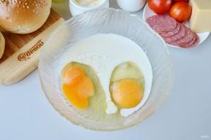 Булочки, фаршированные омлетом, на завтрак - фото шаг 2
