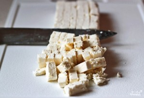 Греческий салат с орехами - фото шаг 6
