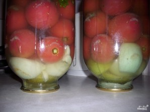 Маринованные помидоры с яблоками - фото шаг 5