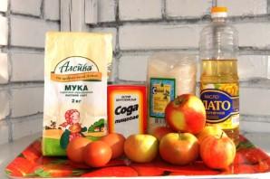 Шарлотка с яблоками на сковороде - фото шаг 1