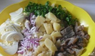 Салат картофельный с сельдью - фото шаг 1