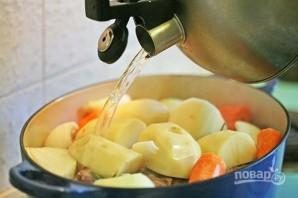 Тушеная баранина с беконом и овощами - фото шаг 4