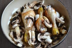 Курица с грибами в сметанном соусе - фото шаг 4