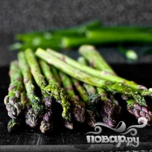 Салат с картофелем, маринованным луком и спаржей - фото шаг 4