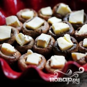 Фаршированные грибы с сыром Бри - фото шаг 12
