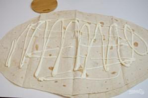Жареный лаваш с колбасой и сыром  - фото шаг 2