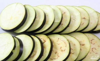 Баклажаны с моцареллой и помидорами - фото шаг 1