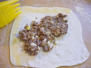 Пирожки-треугольники с мясом - фото шаг 2