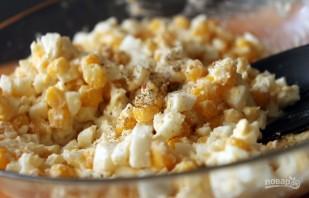 Салат из яиц и кукурузы - фото шаг 5