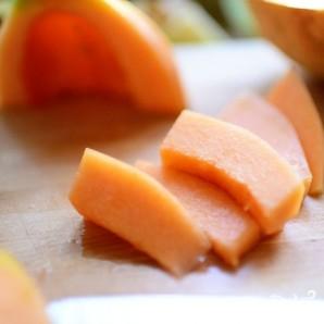 Ананасовые лодочки с фруктами - фото шаг 6