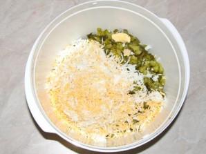Салат с колбасой и яйцами - фото шаг 6