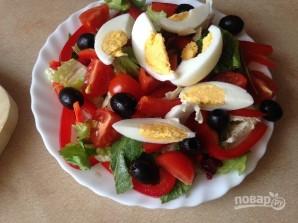 Салат с тунцом и сметанной заправкой - фото шаг 7
