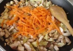 Кабачки, фаршированные грибами и сыром - фото шаг 5