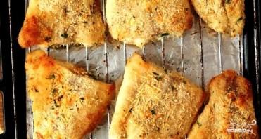 Филе рыбы в панировочных сухарях с пармезаном - фото шаг 7