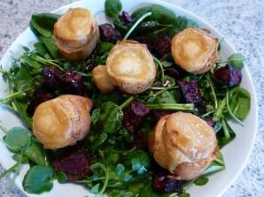 Салат из запеченной свеклы с сухариками и сыром - фото шаг 4