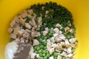 Салат с сыром и горошком - фото шаг 2