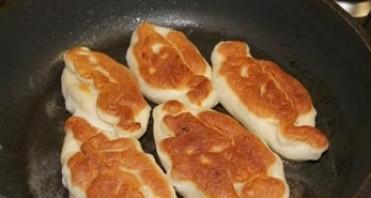 Пирожки жареные с повидлом - фото шаг 5