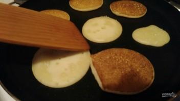 Панкейки на кислом молоке и ряженке - фото шаг 3
