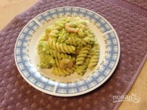 Макароны с соусом из брокколи и креветками - фото шаг 11