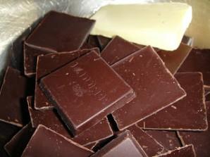 Клубника в черном шоколаде - фото шаг 3