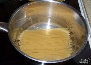 Макароны с консервированной сайрой - фото шаг 4