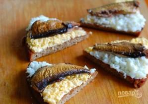 Гренки из черного хлеба с яйцом - фото шаг 5