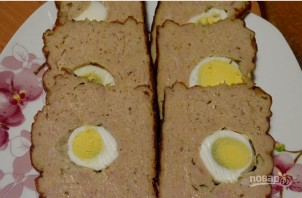 Мясной хлебец с яйцами - фото шаг 7