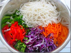 Курица с рисовой лапшой и овощами - фото шаг 4