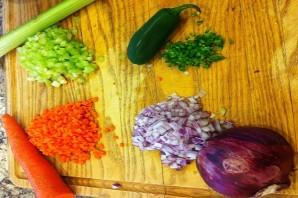 Простой салат с тунцом консервированным - фото шаг 1