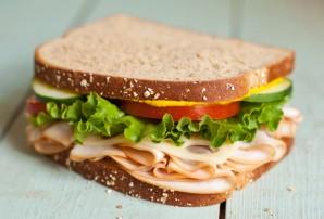 Бутерброды с колбасой на праздничный стол - фото шаг 10