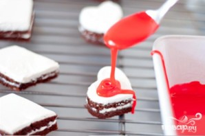 Праздничные шоколадные пирожные с глазурью - фото шаг 3