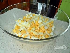 Салат из курицы и кукурузы - фото шаг 2