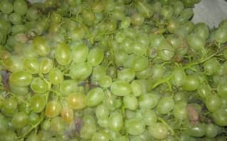 Белое вино полусладкое - фото шаг 1