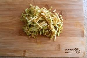 Салат из сельдерея и моркови - фото шаг 3