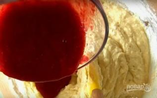 Клубничный кекс с шоколадной глазурью - фото шаг 5