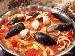 Морепродукты в томатном соусе - фото шаг 8