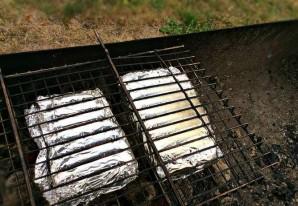Рыба, запеченная на углях - фото шаг 5