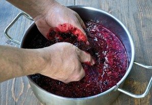 Домашнее вино из смородины без дрожжей - фото шаг 1