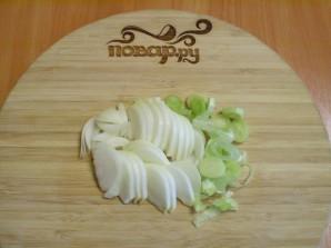 Тушеная картошка с грибами в мультиварке - фото шаг 2