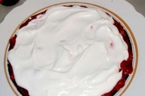 Торт со взбитыми сливками и клубникой - фото шаг 7