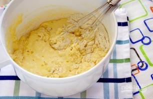Быстрый заливной пирог с луком и яйцом - фото шаг 4