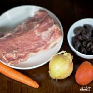 Свиной рулет с морковью и черносливом - фото шаг 1