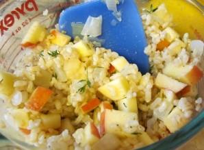 Курица, фаршированная рисом и яблоками - фото шаг 2