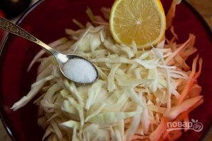 Салат из капусты с огурцами - фото шаг 2