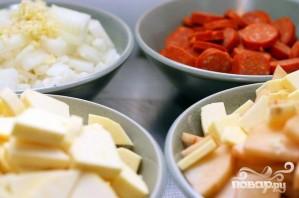 Суп с колбасой и сладким картофелем - фото шаг 1