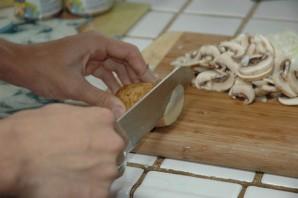 Чипсы из картошки в микроволновке - фото шаг 2