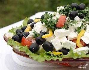 Греческий салат с фетаксой - фото шаг 9