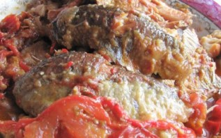 Рыба, тушеная с помидорами - фото шаг 3