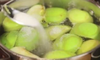 Компот из слив и яблок - фото шаг 5