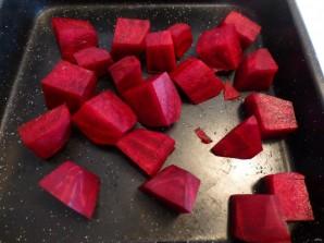 Салат из запеченной свеклы с сухариками и сыром - фото шаг 1